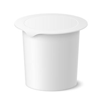 Paquet réaliste de yaourt, de crème glacée ou de crème aigre de vecteur sur le backgrounnd blanc. illustration 3d. maquette de récipient en plastique avec couvercle isolé. modèle pour votre conception. vue de côté.
