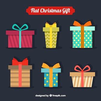 Paquet de six cadeaux de noël géométriques avec des conceptions différentes