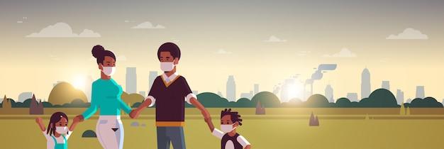 Parents et enfants portant des masques faciaux