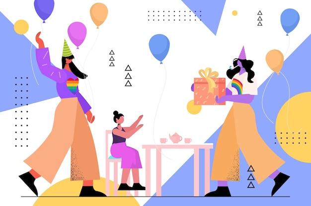 Parents féminins lesbiennes célébrant la fête d'anniversaire avec la petite fille lgbt pride parade concept d'amour transgenre illustration vectorielle pleine longueur horizontale