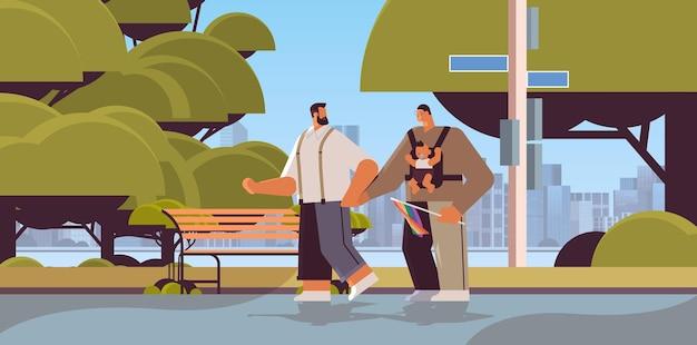 Parents masculins marchant en plein air avec petit enfant famille gay transgenre amour communauté lgbt concept illustration vectorielle horizontale pleine longueur