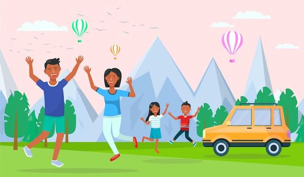 Parents voyageant avec des enfants en voiture en vacances