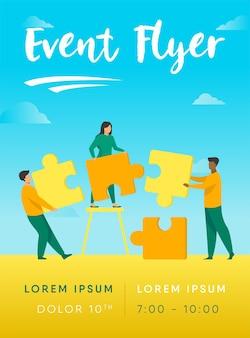 Partenaires détenant un modèle de flyer de grandes pièces de puzzle