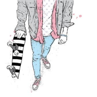 Patineur en baskets en jean et avec une planche à roulettes