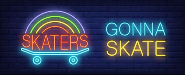 Le patineur va patiner enseigne au néon. skateboard avec arc-en-ciel sur le mur de brique sombre.