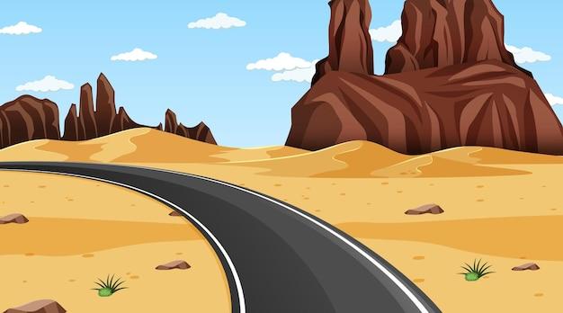 Paysage de forêt désertique à la scène de jour avec une longue route