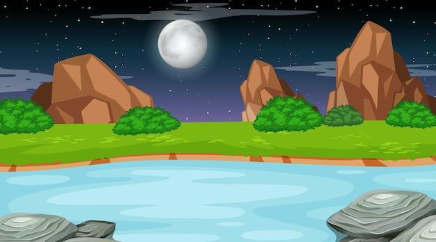 Paysage de forêt naturelle à la scène de nuit avec une longue rivière qui coule à travers la prairie