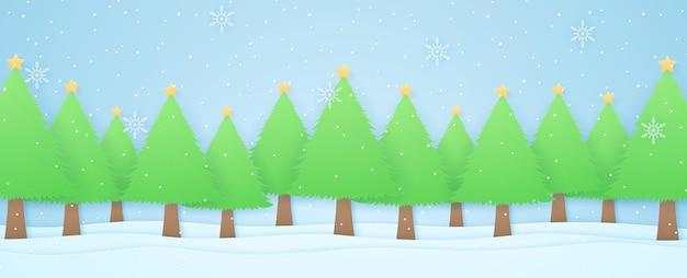 Paysage d'hiver, arbres de noël sur neige avec chutes de neige et flocons de neige, style art papier