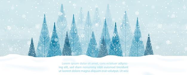 Paysage d'hiver et de fortes chutes de neige avec forêt de pins