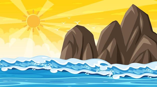 Paysage de plage au coucher du soleil avec la vague de l'océan