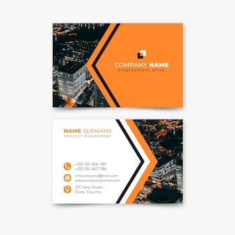 Paysage de la ville haute vue et nom de l'entreprise de logo