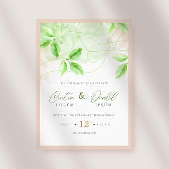 Peinture de fond de feuilles vertes de beauté sur la carte d'invitation de mariage