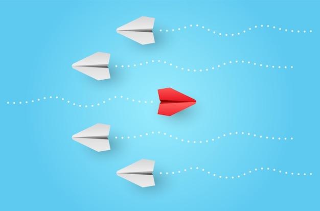 Pensez différent concept d'individualité un avion en papier rouge leader individuel et unique vole sur le côté
