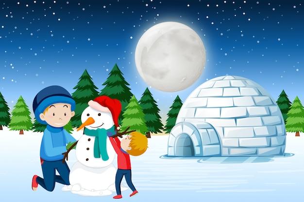 Père et fils construisant un bonhomme de neige