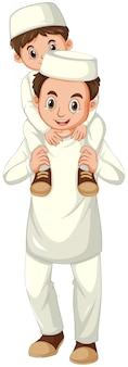 Père et fils musulmans arabes en vêtements traditionnels isolé sur fond blanc
