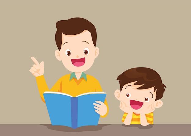 Père avec livre de lecture de fils