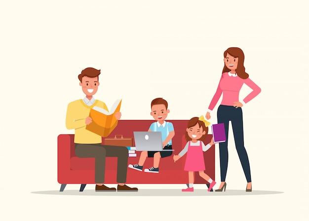 Père et mère lisant un livre avec des enfants.