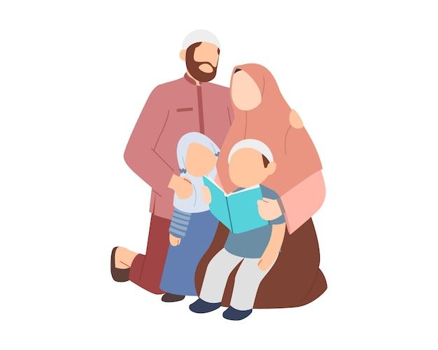 Père et mère musulmans enseignent à leurs enfants à lire le coran ou un livre