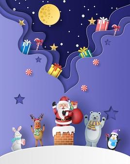 Père noël debout sur une cheminée avec des amis et de nombreux coffrets cadeaux.