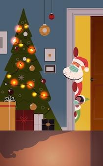Père noël, à, elfe, dans, masques, furtivement, par, derrière, porte, salon, à, décoré, sapin, et, guirlandes, nouvel an, noël, vacances, célébration, concept, vertical, vecteur, illustration
