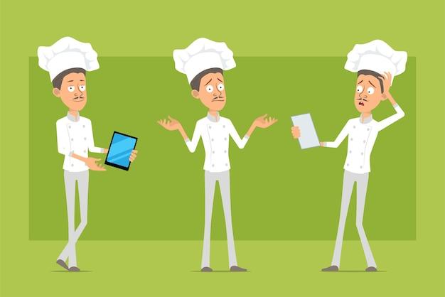 Personnage de dessin animé plat drôle chef cuisinier homme en uniforme blanc et chapeau de boulanger. homme lisant la note et tenant une nouvelle tablette intelligente.