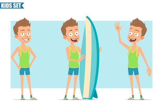Personnage de dessin animé plat drôle de garçon de sport en chemise verte et short. enfant posant, tenant une planche de surf et montrant le geste bonjour.
