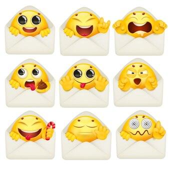 Personnage emoji dessin animé jaune à l'intérieur de la grande collection d'enveloppes