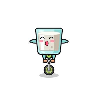 Le personnage de lait mignon fait du vélo de cirque, design de style mignon pour t-shirt, autocollant, élément de logo
