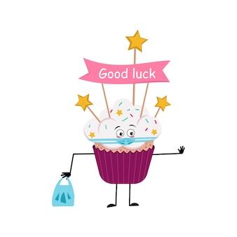 Un personnage mignon de cupcake avec un visage d'émotions dans un masque garde les mains à distance avec un sac à provisions et...