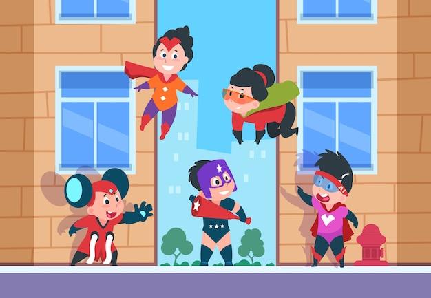 Personnages de bande dessinée pour enfants, enfants heureux de dessins animés en costumes de super-héros et masque