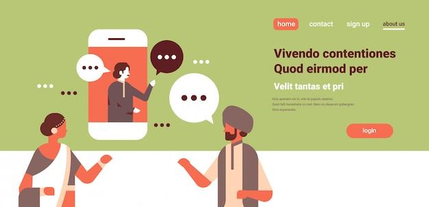 Personnages indiens prenant avec des bulles de conversation, bannière d'application mobile