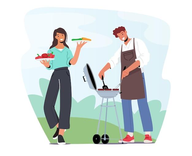 Les personnages masculins et féminins en tablier de chef passent du temps sur un barbecue en plein air. famille ou amis faisant cuire de la viande sur une machine à barbecue dans la cour avant s'amusant à l'heure d'été. illustration vectorielle de gens de dessin animé