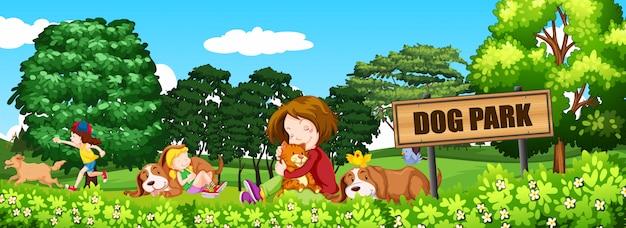 Personnes et chiens au parc à chiens