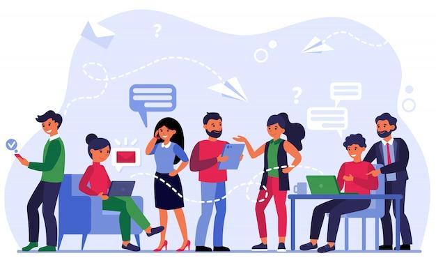 Personnes communiquant via les médias sociaux