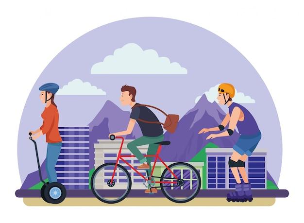 Personnes avec des patins à vélo et scooter