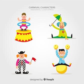Personnes portant des costumes de carnaval