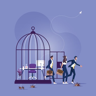 Des personnes portant un masque sont sorties de la cage ouverte déverrouillent la cage et les gens retournent au travail