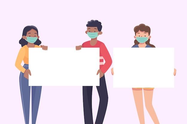 Personnes portant des masques médicaux avec des pancartes