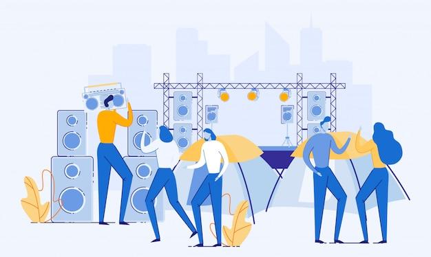 Personnes se reposant sur un festival de musique avec des tentes