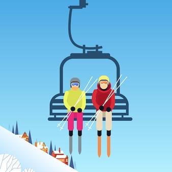 Personnes skieurs sur le transport par téléphérique