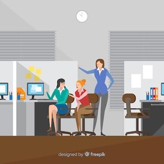 Personnes travaillant à l'illustration du bureau