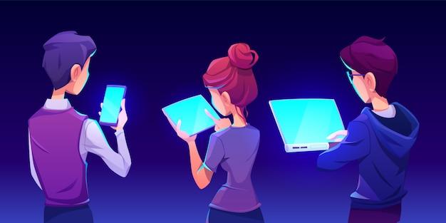 Personnes utilisant la vue arrière de l'application pour smartphone