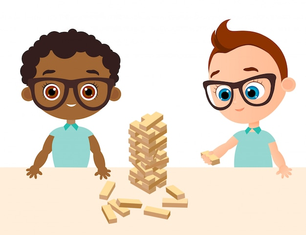 Petit bébé garçon joue au jeu de bois. garçon afro-américain avec des lunettes. tour de cubes en bois.