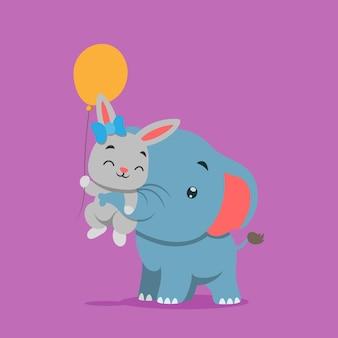 Petit éléphant jouant et soulevant un petit lapin tenant un ballon