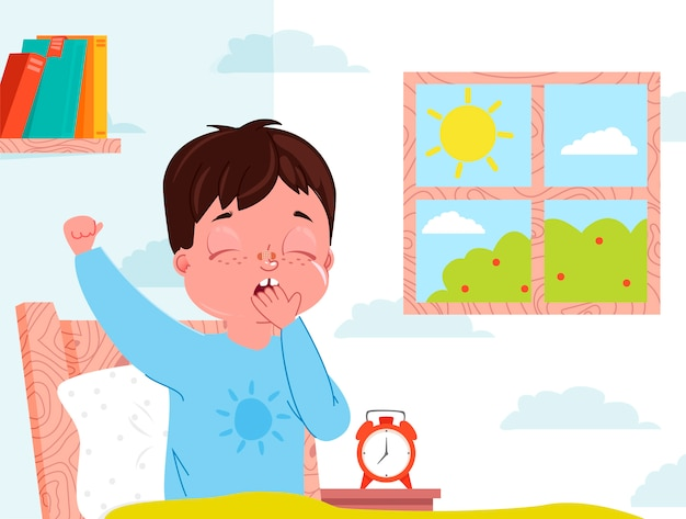 Petit garçon enfant se réveille le matin. intérieur de la chambre de l'enfant. fenêtre avec journée ensoleillée.