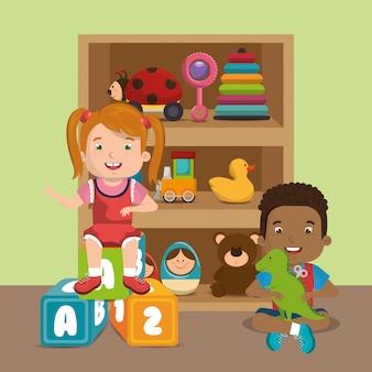 Petit garçon et fille jouant avec des personnages de jouets