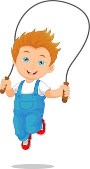 Petit garçon jouant de la corde à sauter