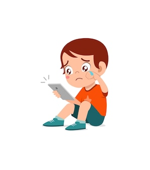 Petit garçon utilisant un téléphone portable et pleurant