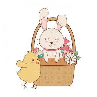 Petit lapin et poussin dans un panier de personnages de pâques