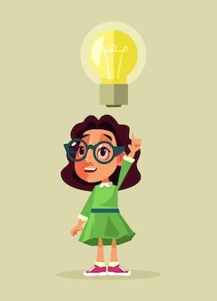 Petit personnage étudiant fille ayant une bonne idée. dessin animé
